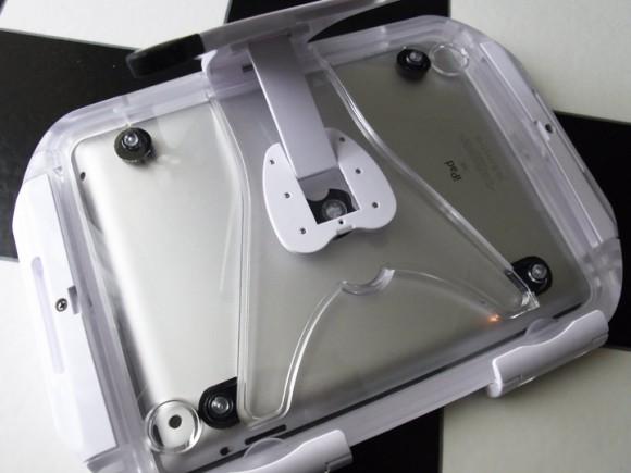 iPadの防水ケース裏側