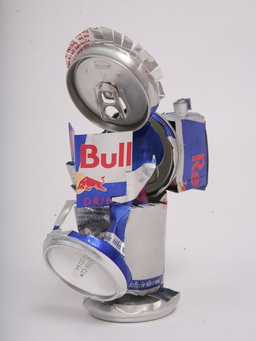 本を読む人 Red Bull空缶アート