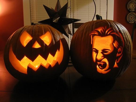 ジャックランタンと人の顔のシルエットかぼちゃ