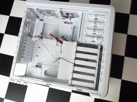 内部の写真(CoolerMaster CM 690 II Plus White)
