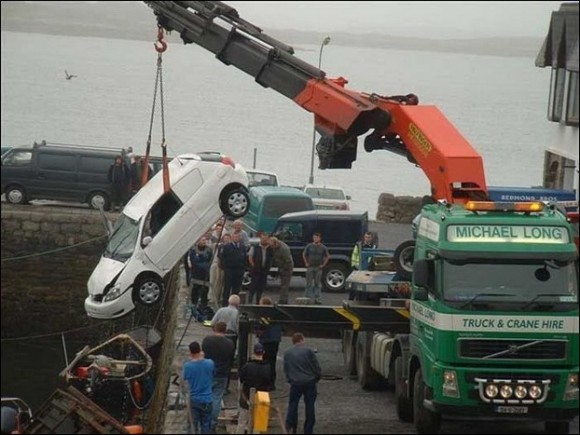 crane-and-car-into-sea-07