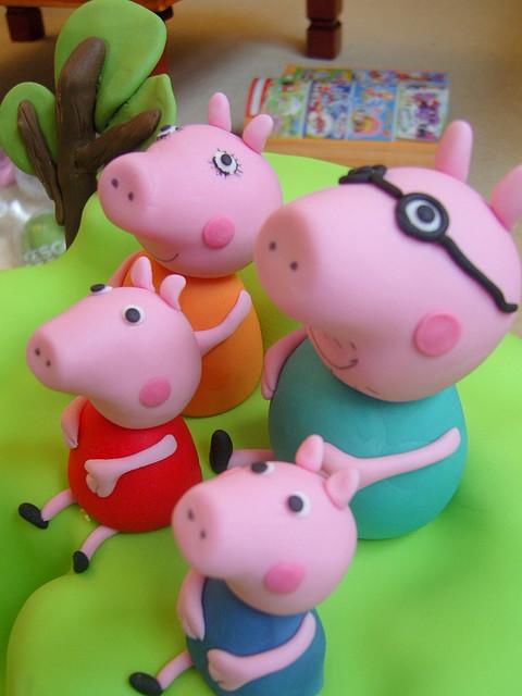 family-pig-cake-08