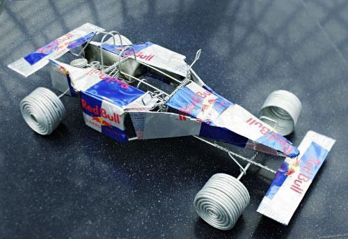 F1カー レッドブルの空缶アート
