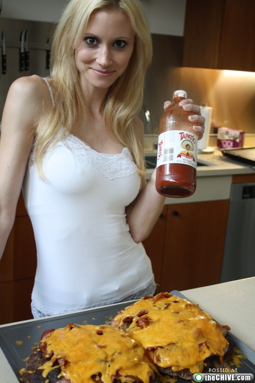 hottie-makes-a-double-decker-pizza-burger-pics-18