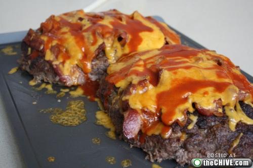 hottie-makes-a-double-decker-pizza-burger-pics-19