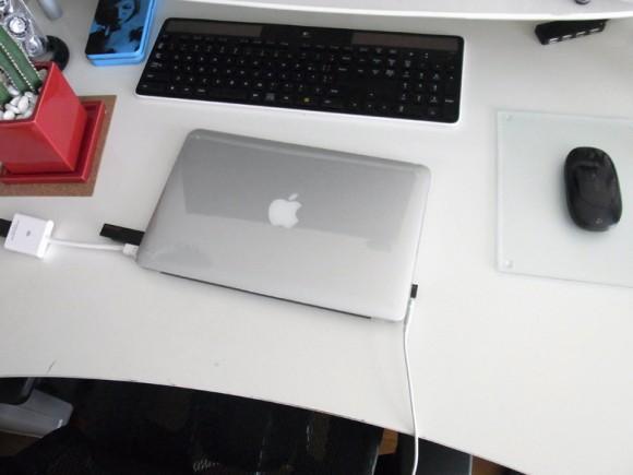 Macbook Airをクラムシェルモードで使う際の接続方法