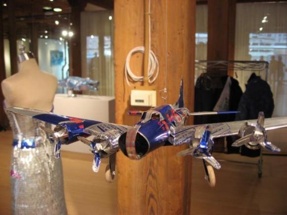 飛行機 Red Bullの空き缶を使ったアート