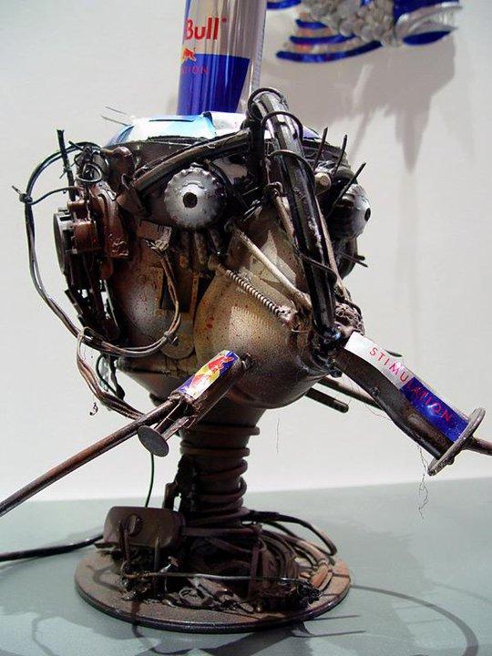 ロボット レッドブルの空き缶を使ったアート