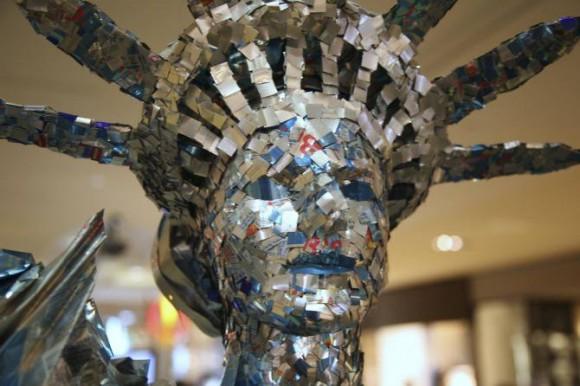 自由の女神像 レッドブルの空き缶を使ったアート