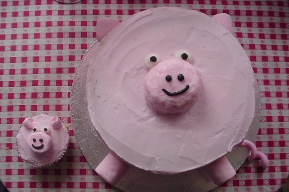 big-and-small-pig-cakes-21