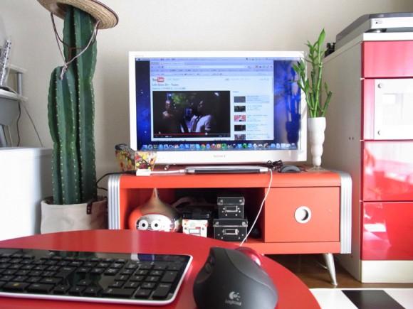 Macbook Airをテレビに接続してクラムシェルモードで使う